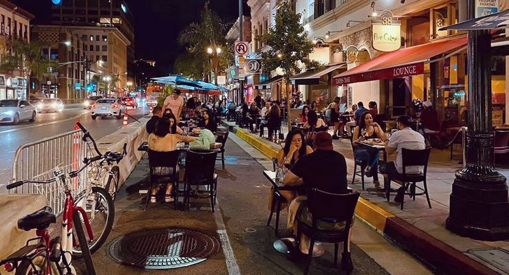 Diners enjoy their meals outdoors in Pasadena.